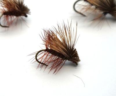 Pacific Fly Group 11122 Сухая мушка Elk Hair Caddis Olive (фото, вид 2)